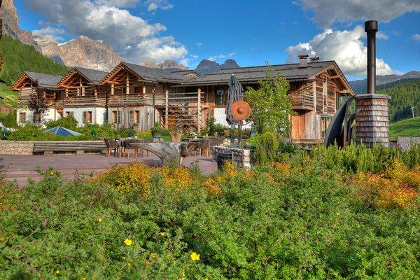 Foto esterno in estate Dolomiti Wellness Hotel Fanes