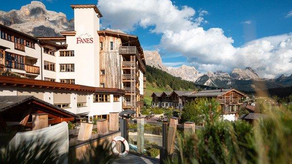 Foto estiva di presentazione Dolomiti Wellness Hotel Fanes