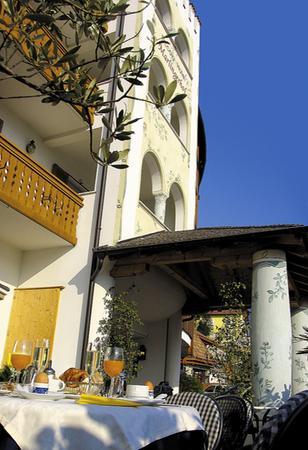 Foto esterno in estate Marlingerhof