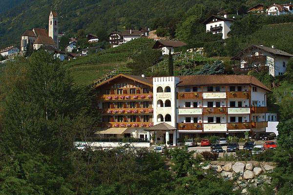 Foto estiva di presentazione Hotel Marlingerhof
