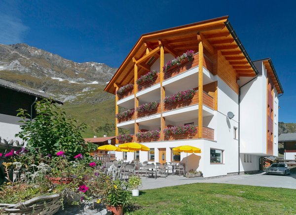 Foto esterno in estate Alpshotel Bergland