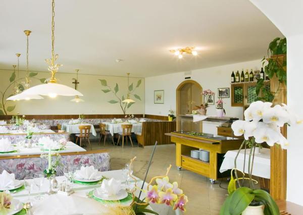 Das Restaurant Schenna Alpenhof