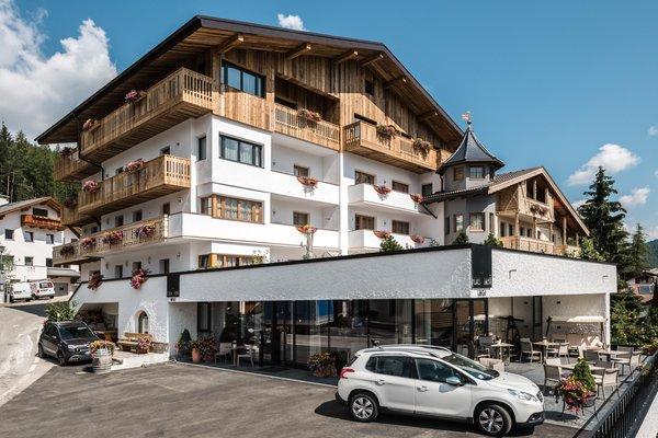 Foto estiva di presentazione Hotel Ciasa Tamà
