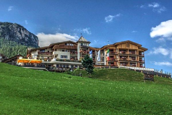 Foto estiva di presentazione Mountain Panoramic Wellness Hotel Dolasilla - Hotel 4 stelle