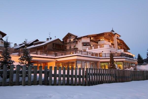 Foto invernale di presentazione Mountain Panoramic Wellness Hotel Dolasilla - Hotel 4 stelle