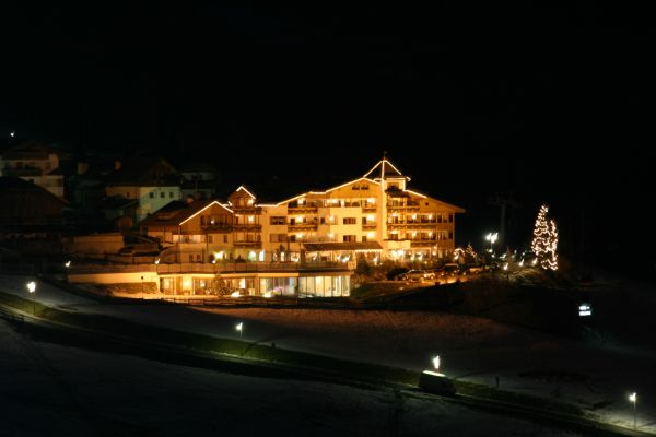 Foto esterno in inverno Mountain Panoramic Wellness Hotel Dolasilla