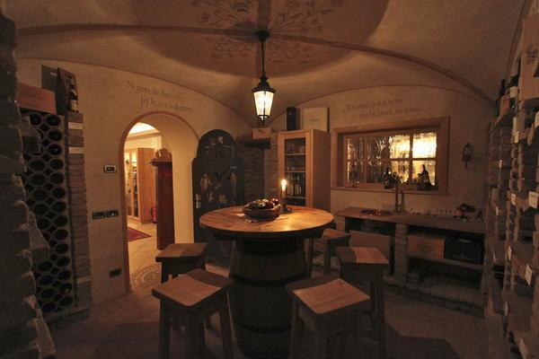 La cantina dei vini La Villa Mountain Panoramic Wellness Hotel Dolasilla