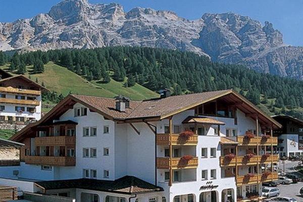 Foto estiva di presentazione Hotel Falzares