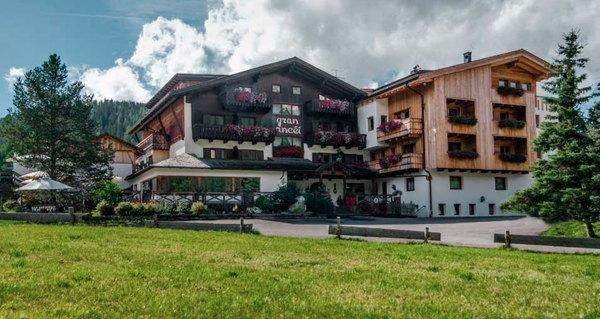 Foto estiva di presentazione Hotel Gran Ancëi