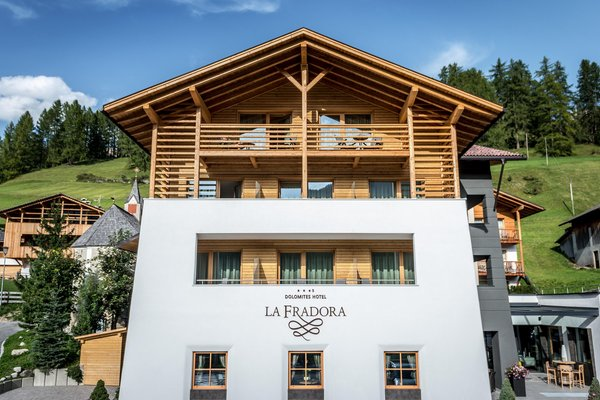 Foto esterno in estate Dolomites Hotel La Fradora