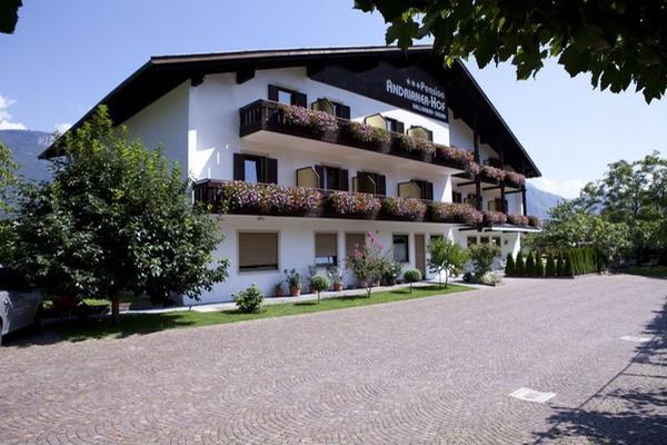 Foto estiva di presentazione Garni-Hotel Andrianerhof