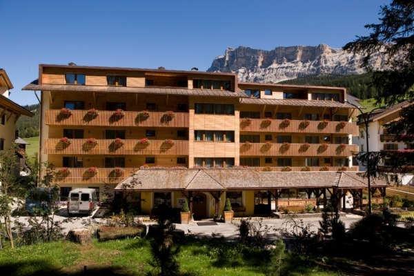 Sommer Präsentationsbild La Villa - Hotel + Residence 3 Stern sup.