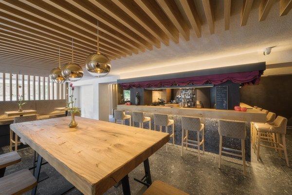 Foto von der Bar Hotel Lech da Sompunt