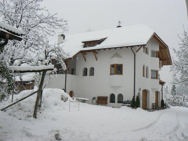 Foto invernale di presentazione Appartamenti in agriturismo Meral in Körbelhof