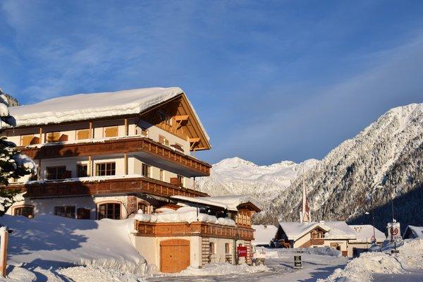 Foto Außenansicht im Winter Alpine Hotel Penserhof
