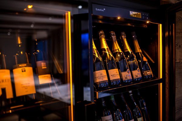 La cantina dei vini La Villa Des Alpes