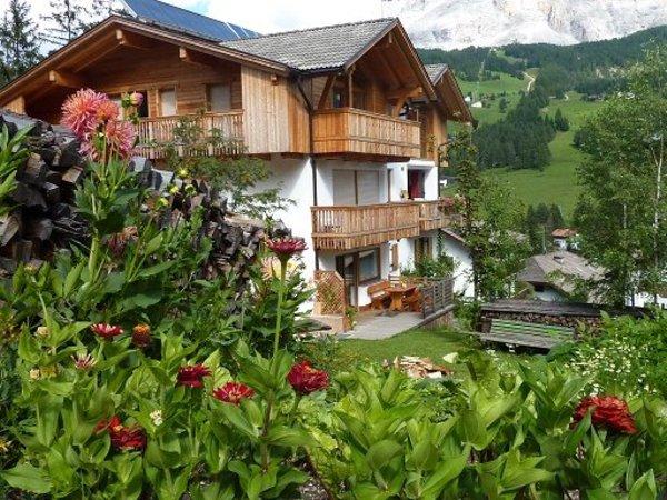 Foto estiva di presentazione Appartamenti Ciasa Lisüra