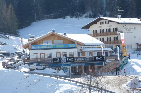 Photo exteriors in winter Alpine Sports