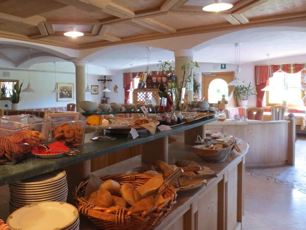 The breakfast B&B (Garni) + Apartments Ciasa Ai Pini