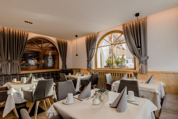 Das Restaurant San Cassiano Villa Flora Mountain Lodges