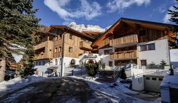 Foto esterno in inverno Villa Flora Mountain Lodges