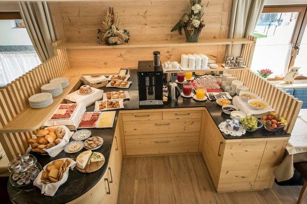 The breakfast Lastëis - B&B (Garni) + Apartments 3 stars