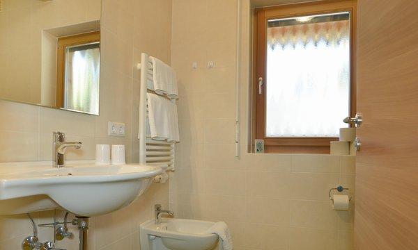 Foto del bagno Appartamenti in agriturismo Roderhof