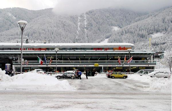 Foto esterno in inverno Rentasport Plan de Corones