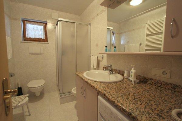 Photo of the bathroom Apartments Ciasa La Rösa