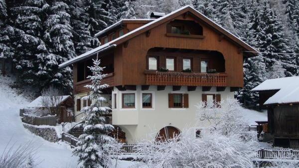 Foto esterno in inverno Ciasa Sorapunt