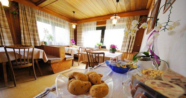 The breakfast B&B (Garni) + Apartments Laura