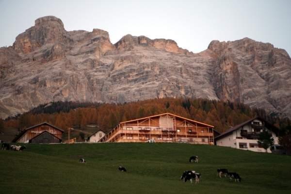 Foto esterno in estate Lüch da Pcëi