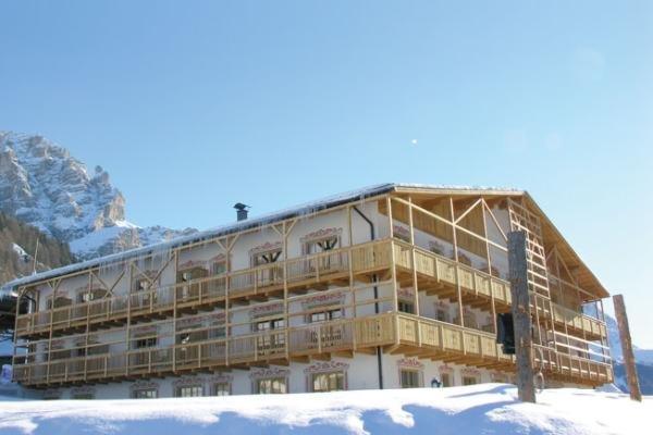 Foto invernale di presentazione Garni (B&B) + Appartamenti Lüch da Pcëi