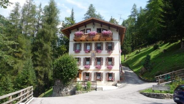 Foto estiva di presentazione Casa Momi - Appartamenti