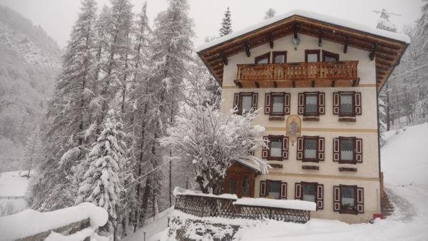 Foto esterno in inverno Casa Momi