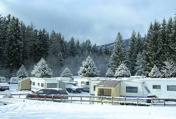 Foto esterno in inverno Corones