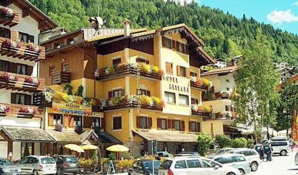 Foto estiva di presentazione Hotel Alleghe