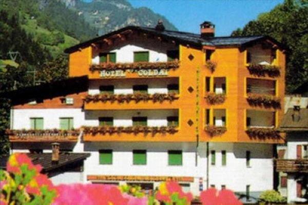 Foto esterno in estate Coldai