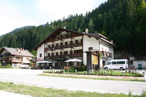 Foto estiva di presentazione Monte Civetta - Hotel 3 stelle