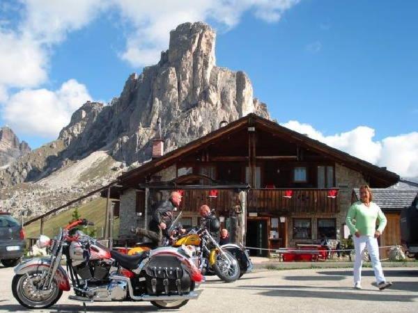 Foto estiva di presentazione Albergo Alpino Passo Giau