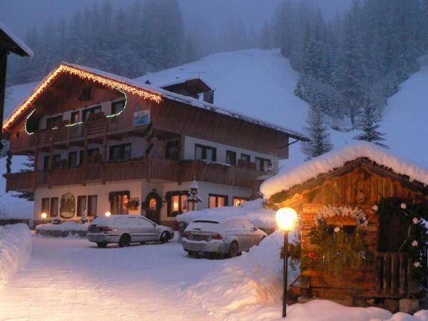 Foto esterno in inverno Ladinia