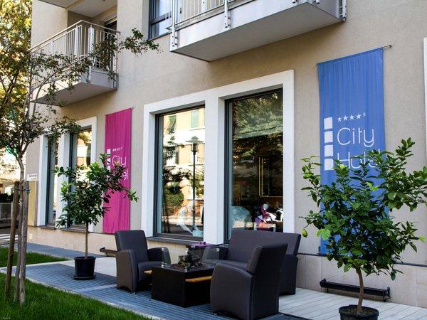 Foto esterno in estate City Hotel Merano