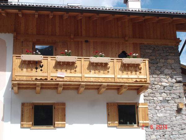 Foto esterno in estate Pederiva Sara