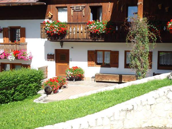 Foto esterno in estate Casa Verocai