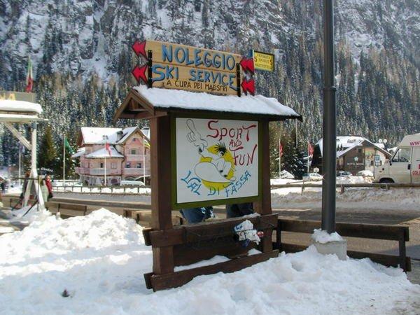Foto invernale di presentazione Sport and Fun Val di Fassa - Noleggio sci