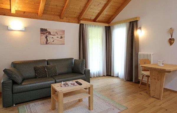 Das Wohnzimmer Dolomites Chalet La Bercia - Ferienwohnungen 3 Sterne