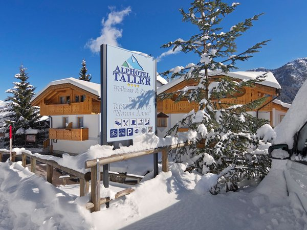 Foto esterno in inverno AlpHotel Taller Wellness & Sport
