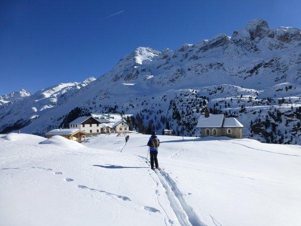 Foto Außenansicht im Winter Rifugio Nino Corsi / Zufallhütte