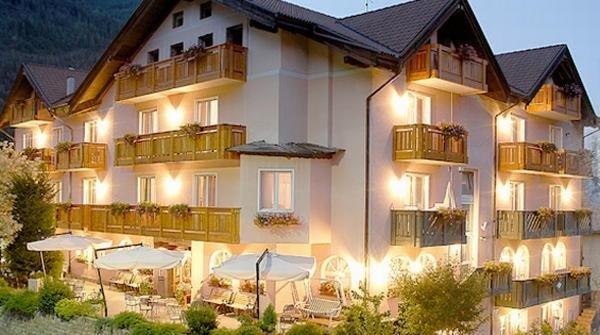 Foto estiva di presentazione Michela - Hotel 3 stelle sup.