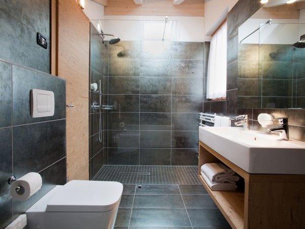 Benny bio hotel almazzago val di sole - Piastrelle bagno nere ...